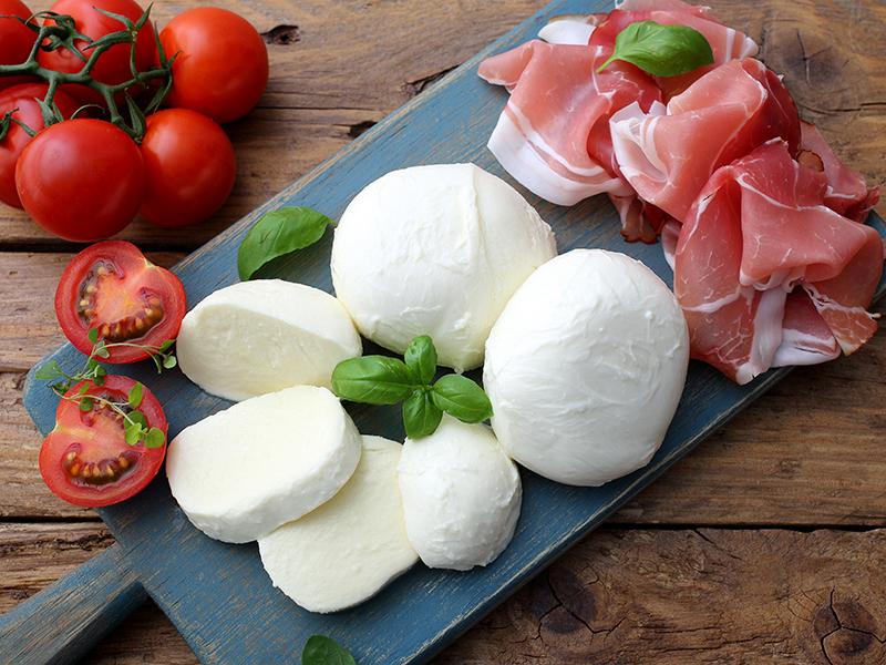 Direction l'Italie avec une raclette à base de mozzarella !