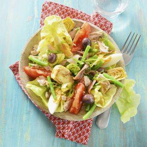 la salade niçoise avec de la laitue