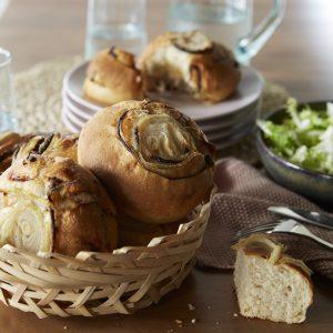 le pain à l'oignon, ail et échalote